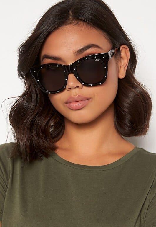 Solglasögon med strasstenar i svart för dam
