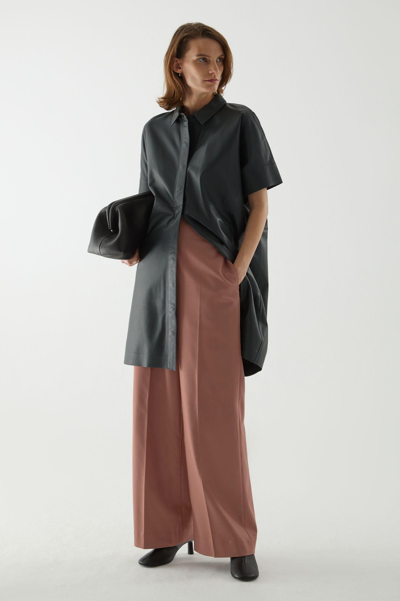Vårmode för dam svart läderklänning