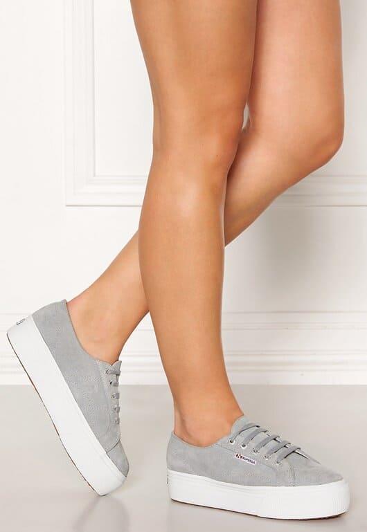 Gråa sneakers i mocka för dam