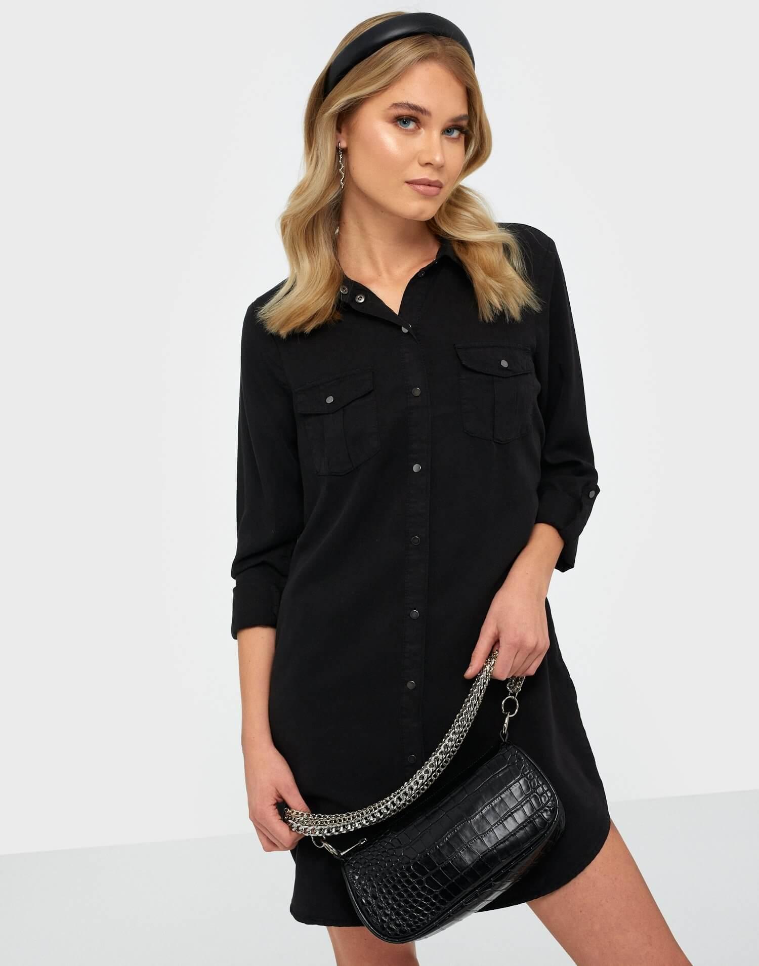 En svart skjortklänning från Vero Moda.