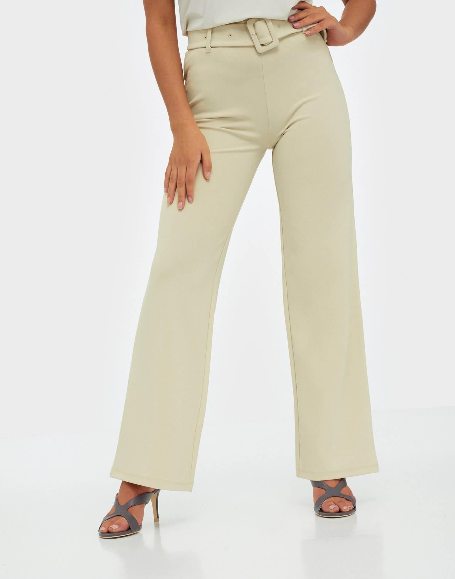 Stretchiga byxor i beige färg från NLY Trend.