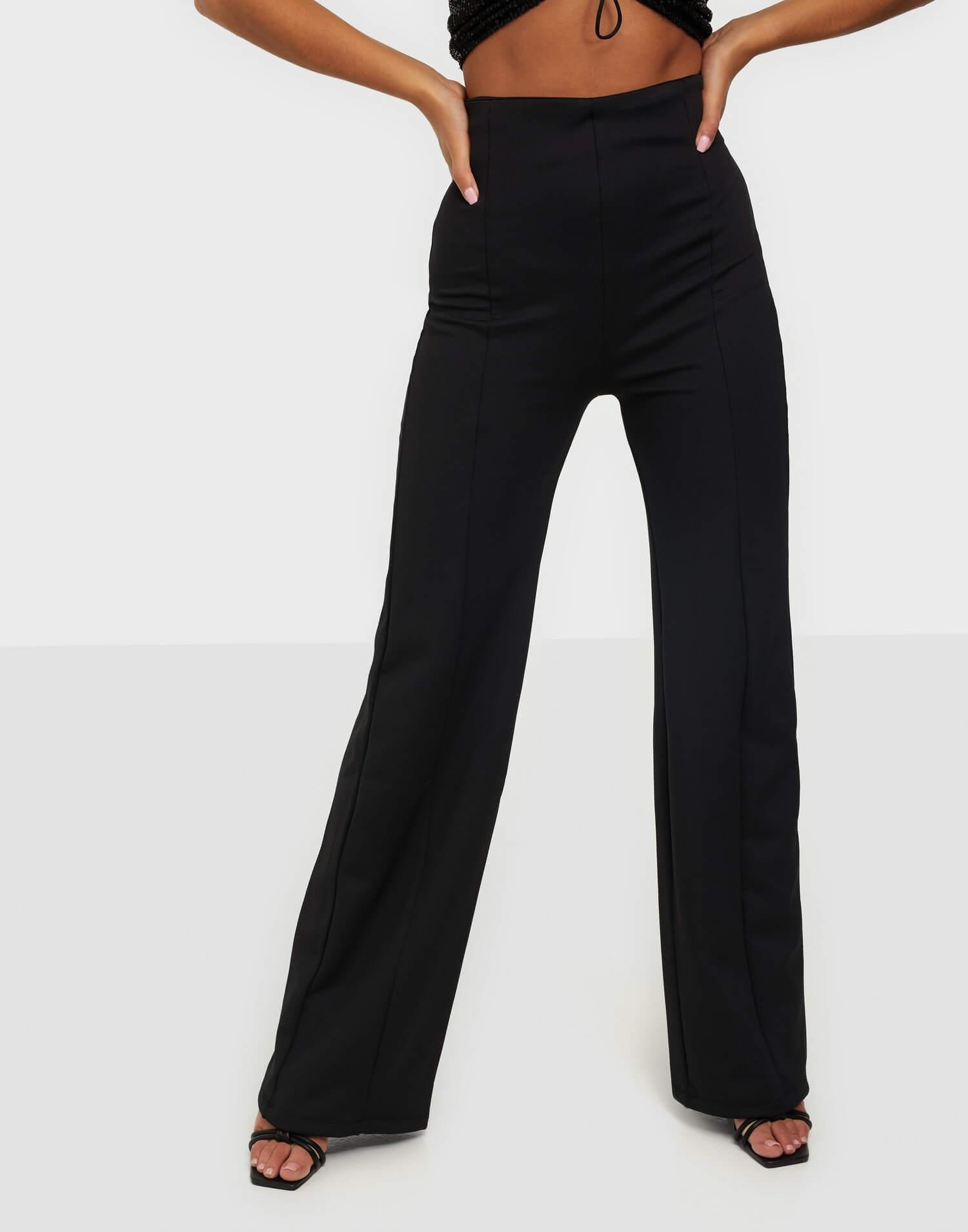 Svarta byxor med hög midja och vida ben från NLY One.