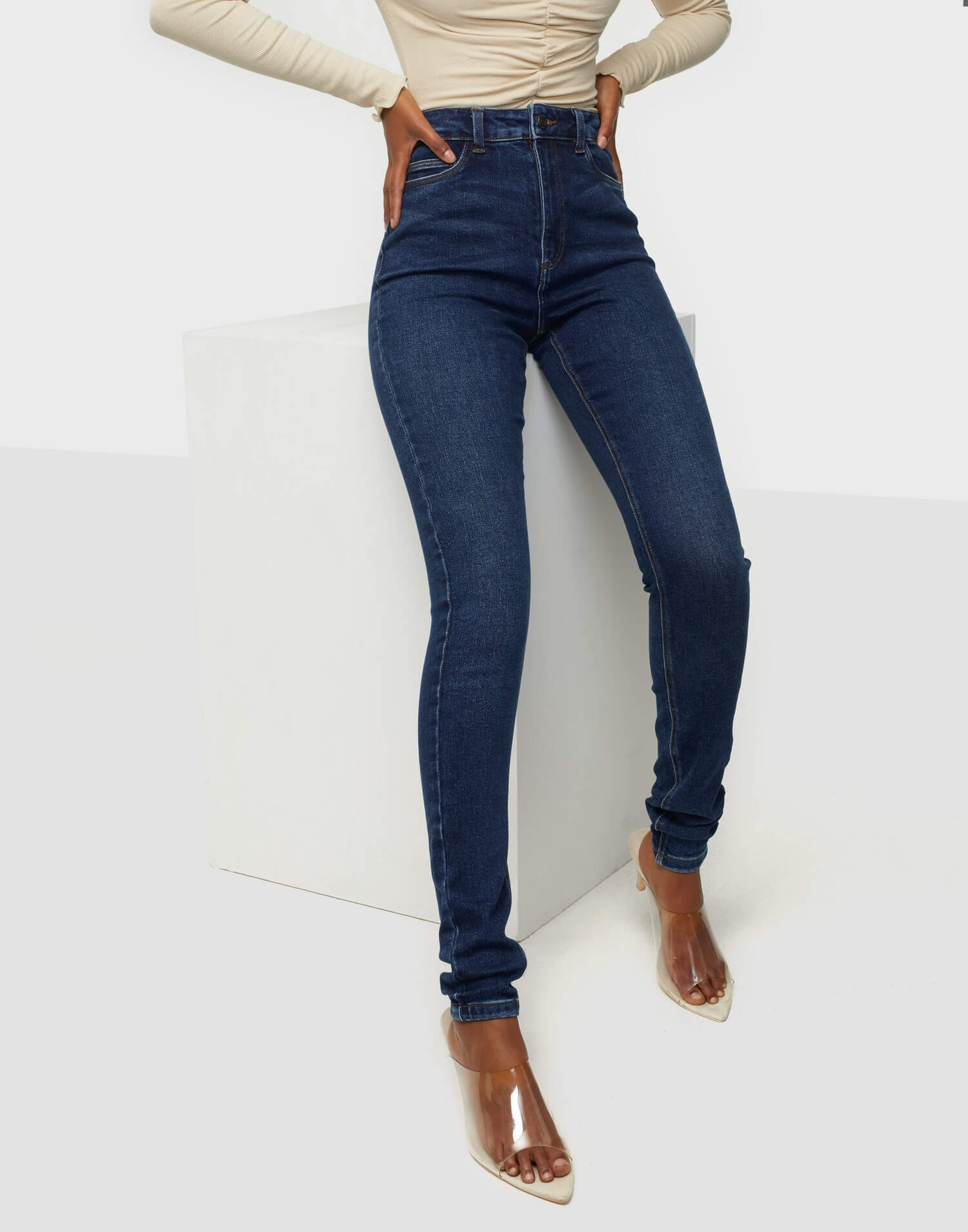 Blåa skinny jeans från Noisy May.