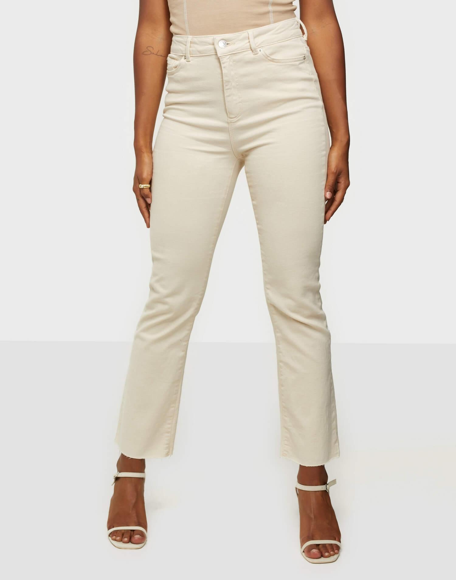 Beigea jeans i kick flare-modell från Vero Moda.