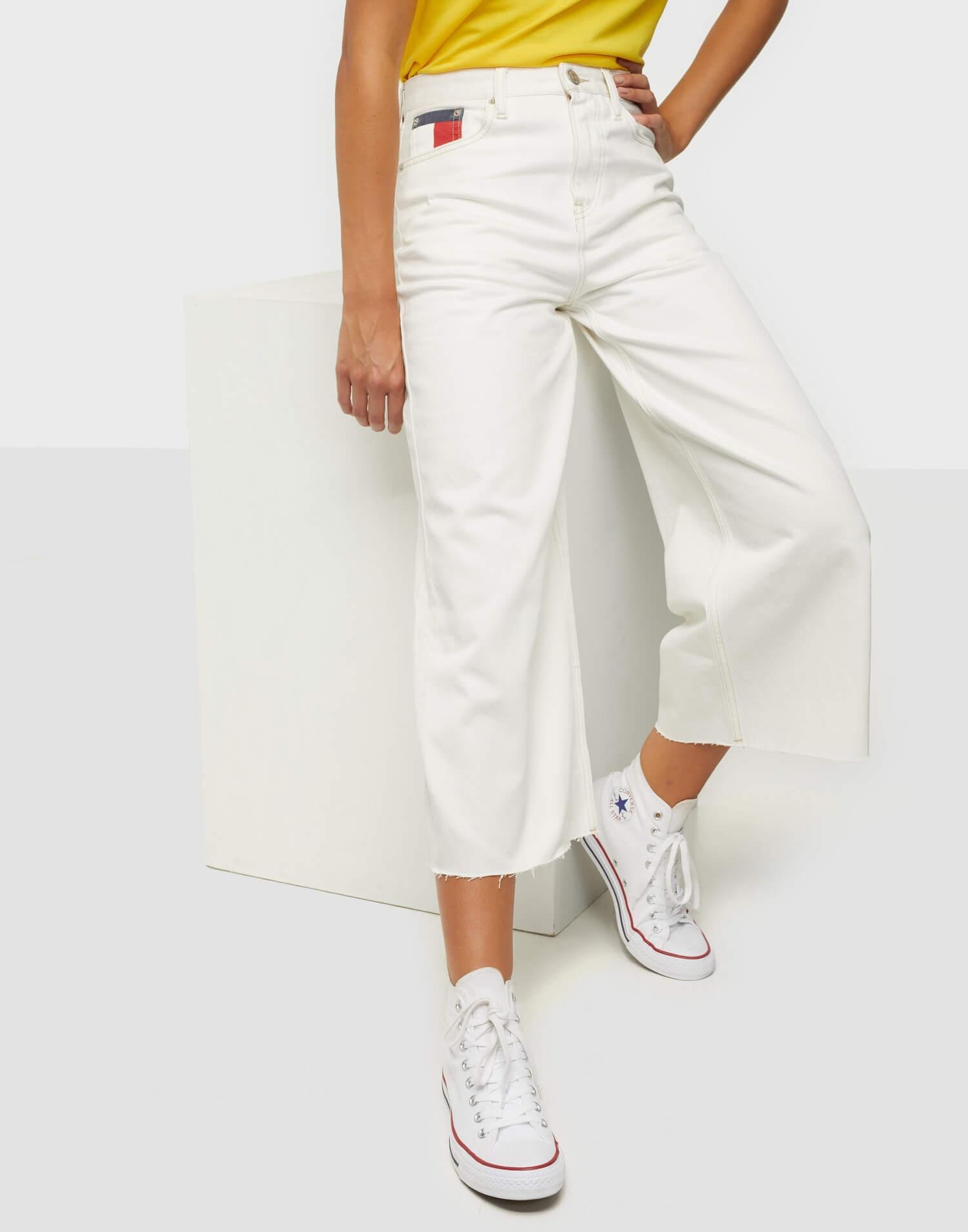 Vita jeans med vida ben från Tommy Jeans.