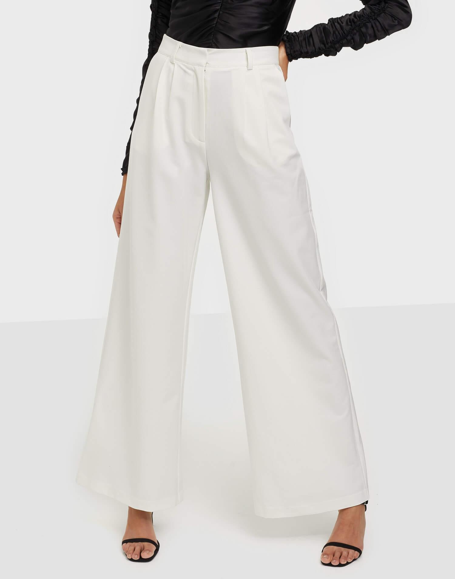 Vita högmidjade vida byxor från Y.A.S.