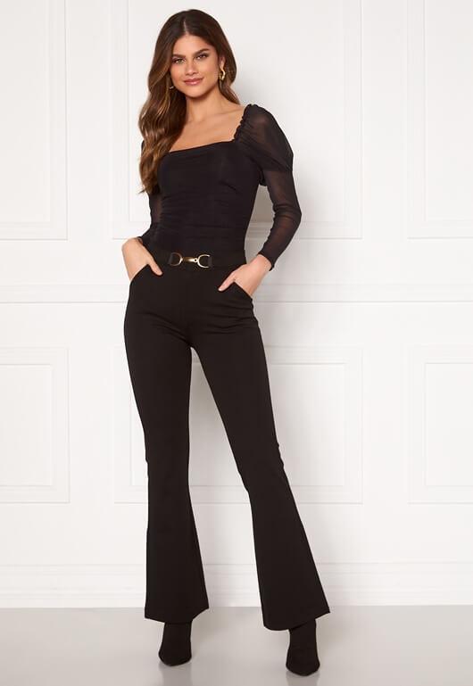 Svarta byxor i bootcut-modell från Chiara Forthi.