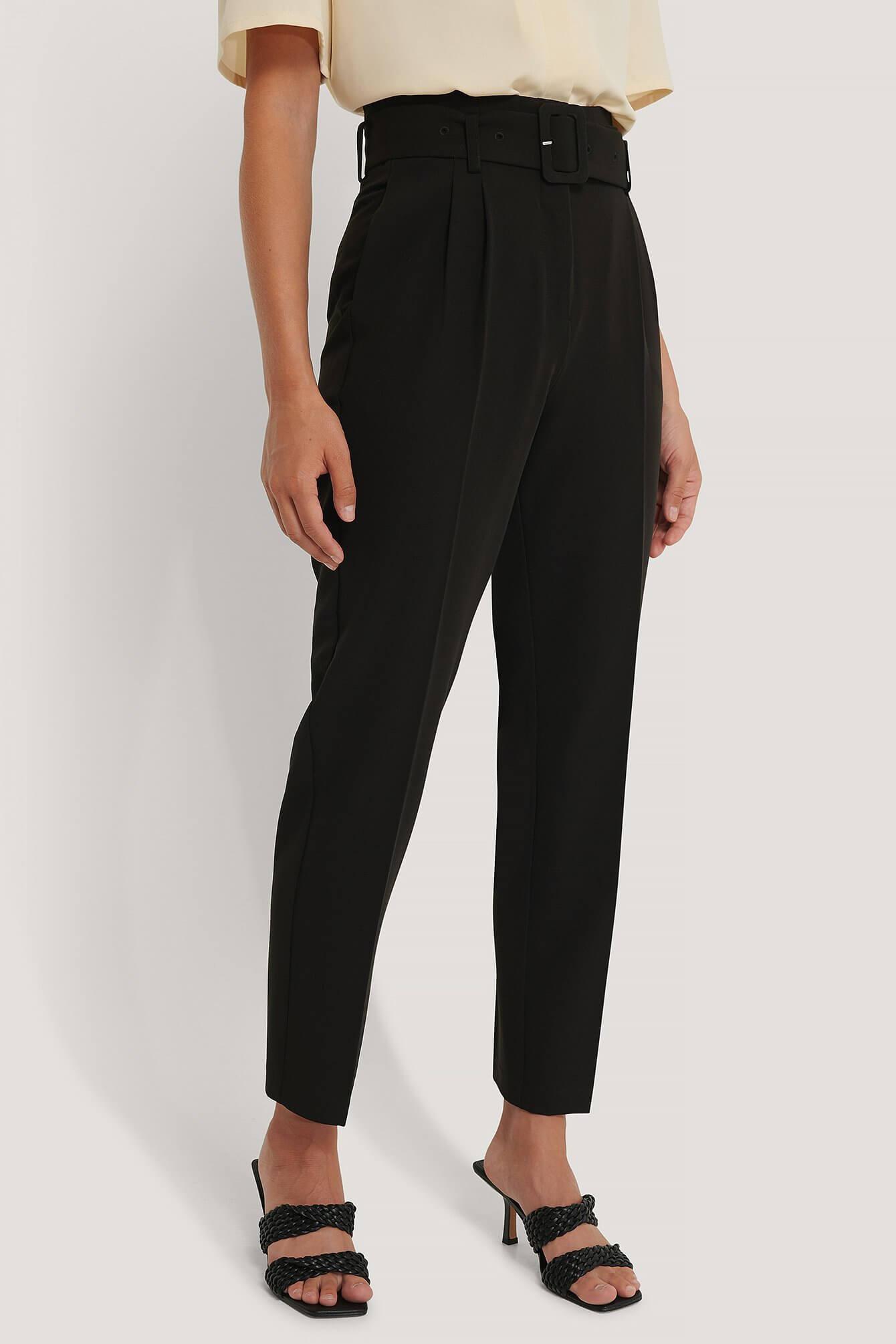 Svarta kostymbyxor med lätt avsmalnande ben från NA-KD.