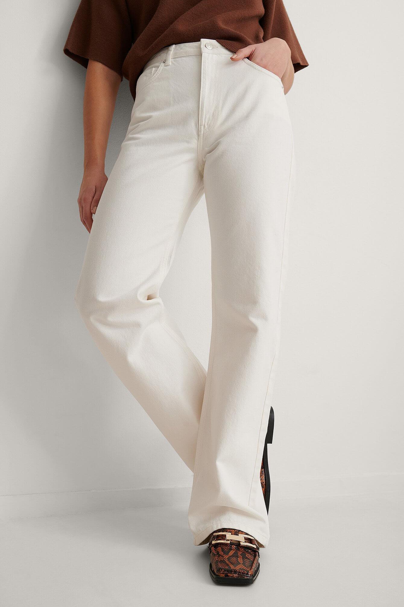 Vita jeans med raka ben från NA-KD.