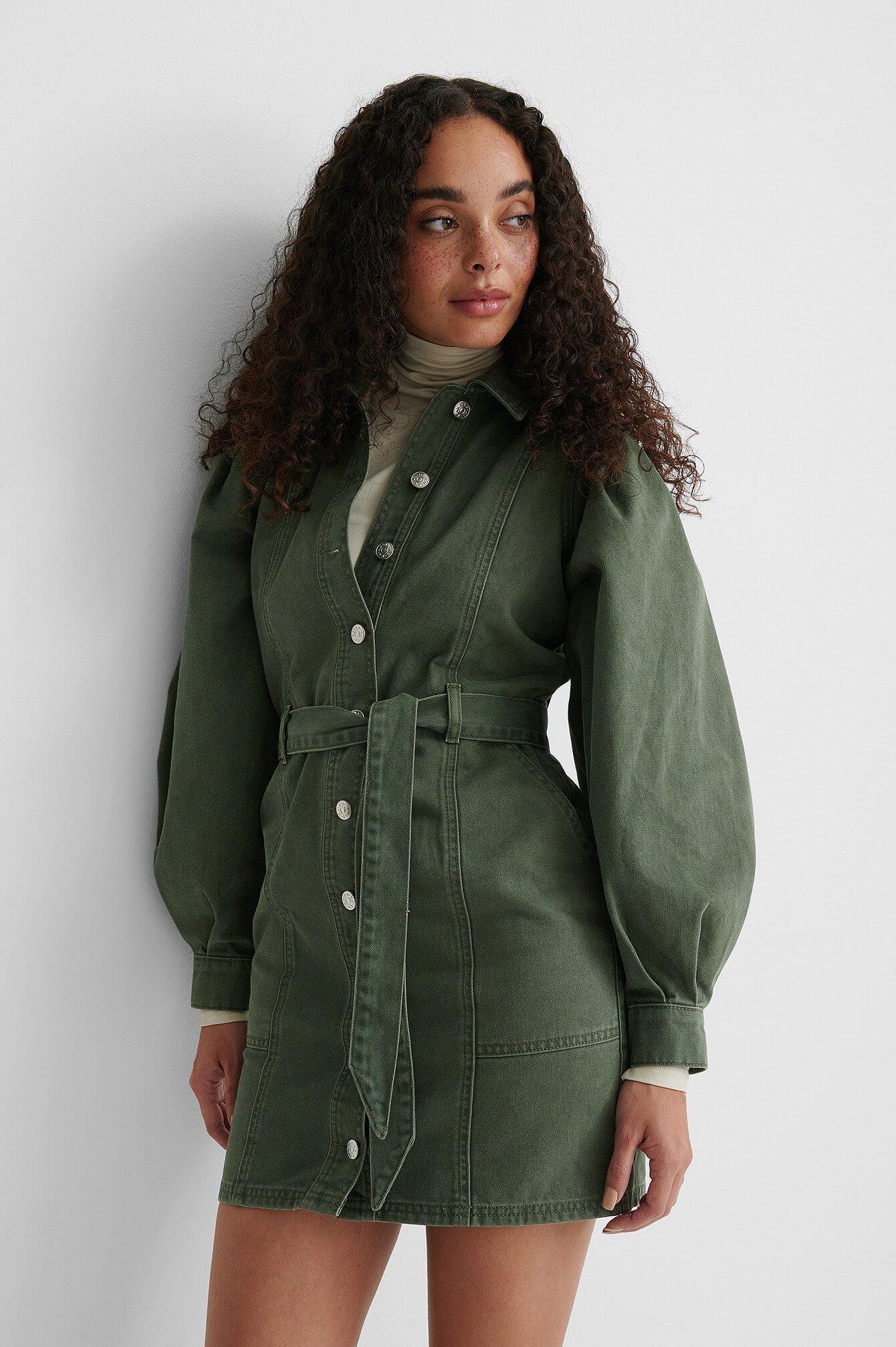 En grön jeansklänning från NA-KD.