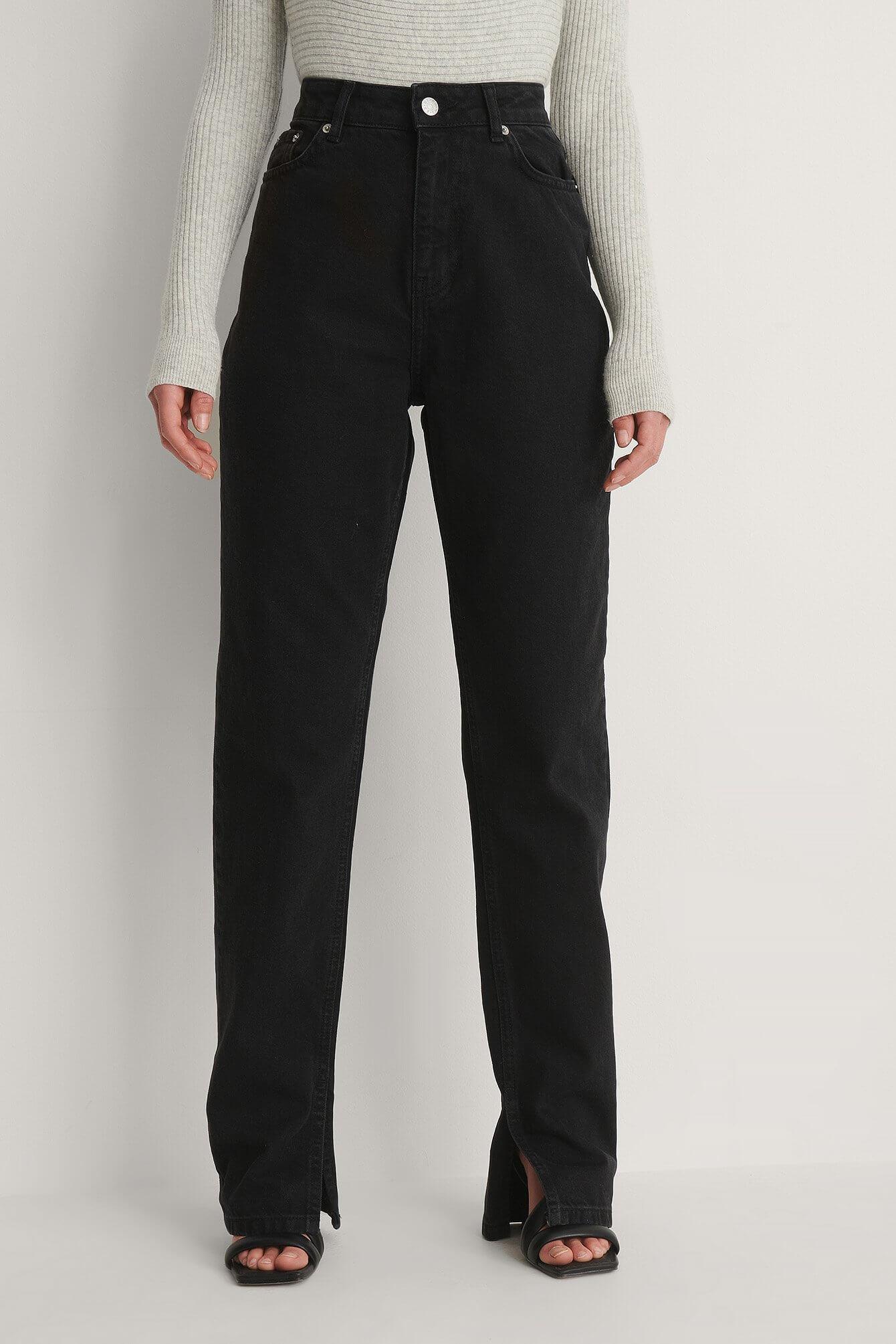 Ekologiska svarta, raka jeans från NA-KD.