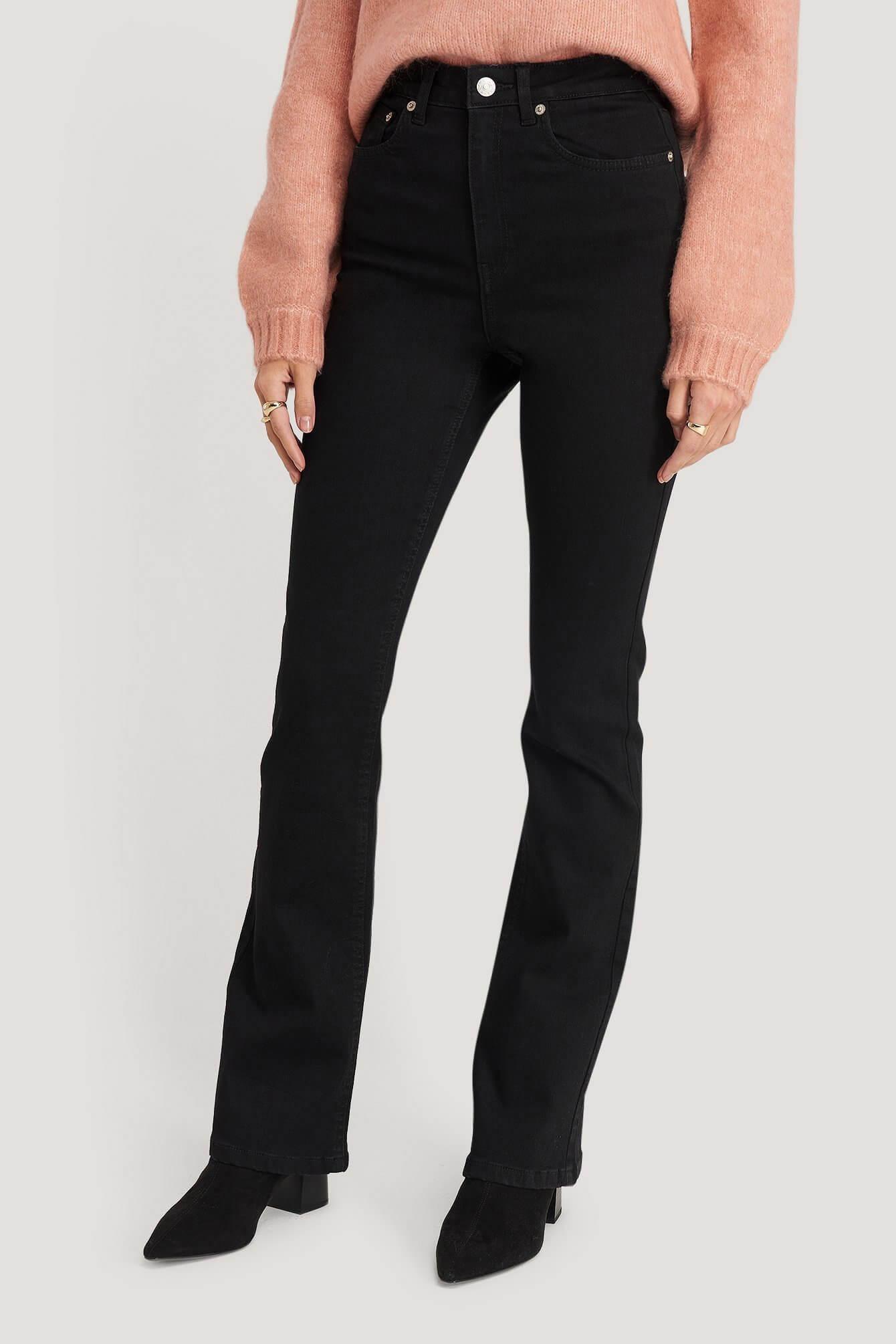 Högmidjade svarta jeans i bootcut-modell från NA-KD.