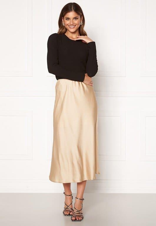Ljus kjol i glansigt material för dam
