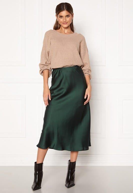 Lång mörkgrön kjol i glansigt material