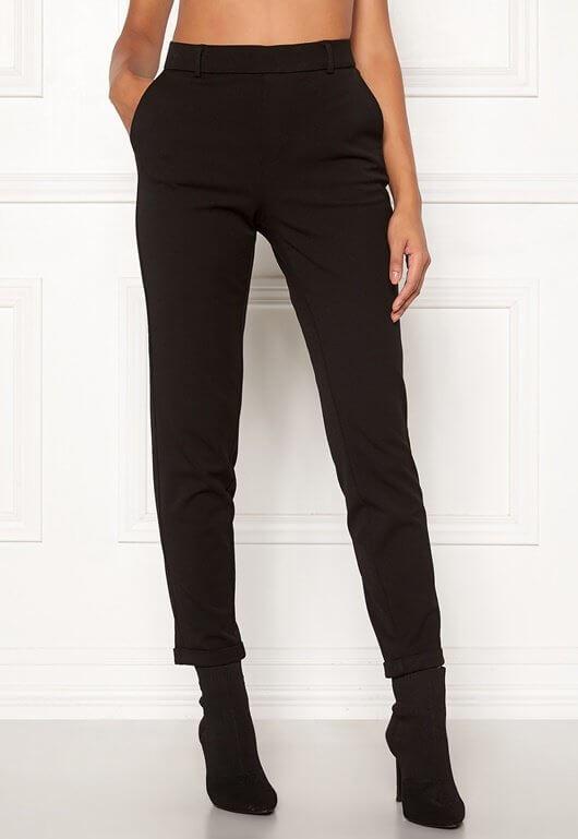 Svarta, lösa kostymbyxor från Vero Moda.