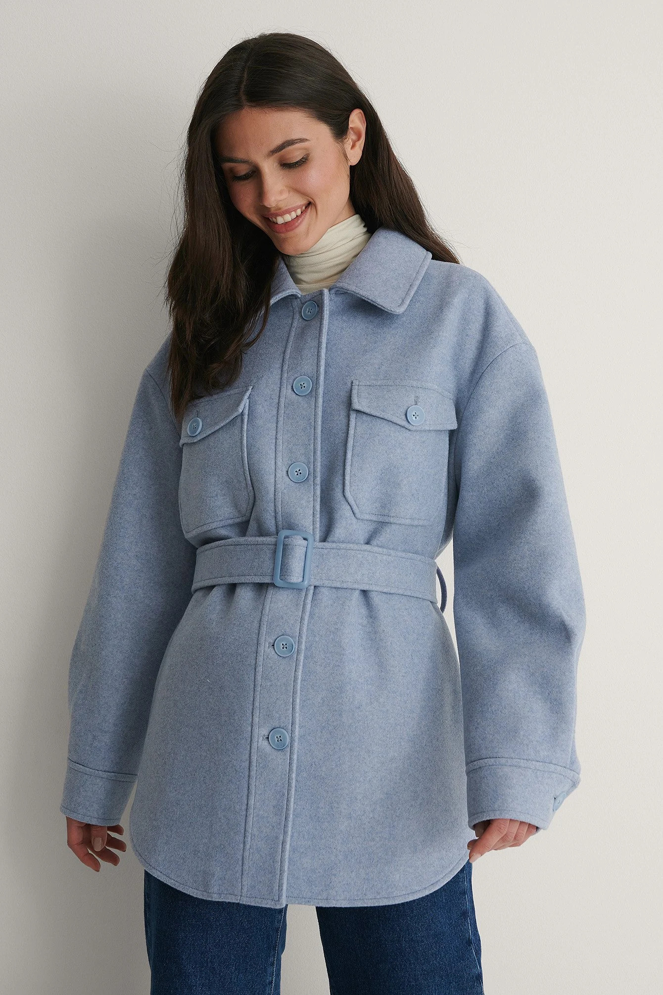 Ljusblå jacka/kappa med midjebälte