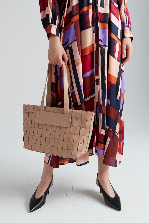 Flätad väska i beige färg från Stockh lm