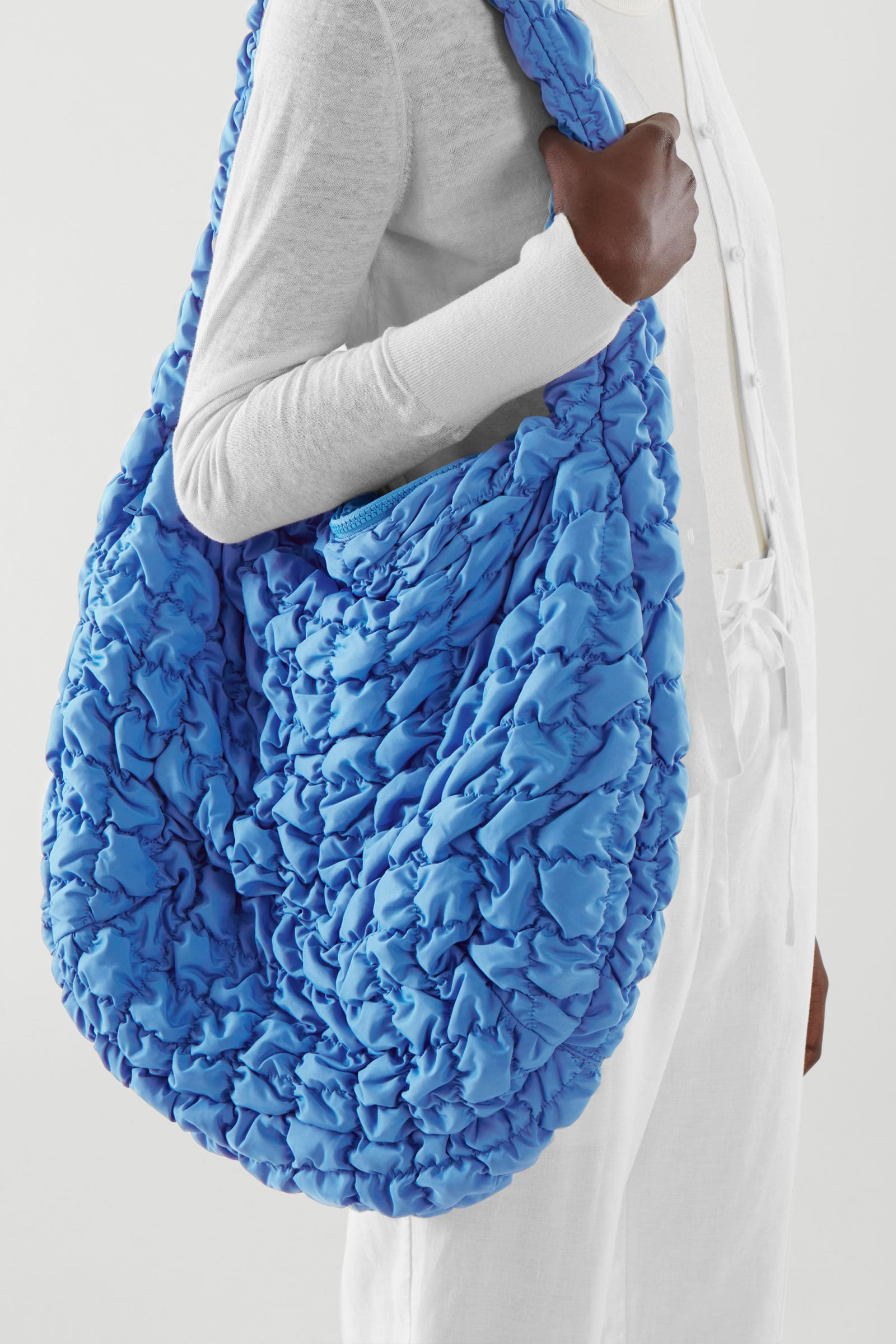 Blå, quiltad väska för 2021