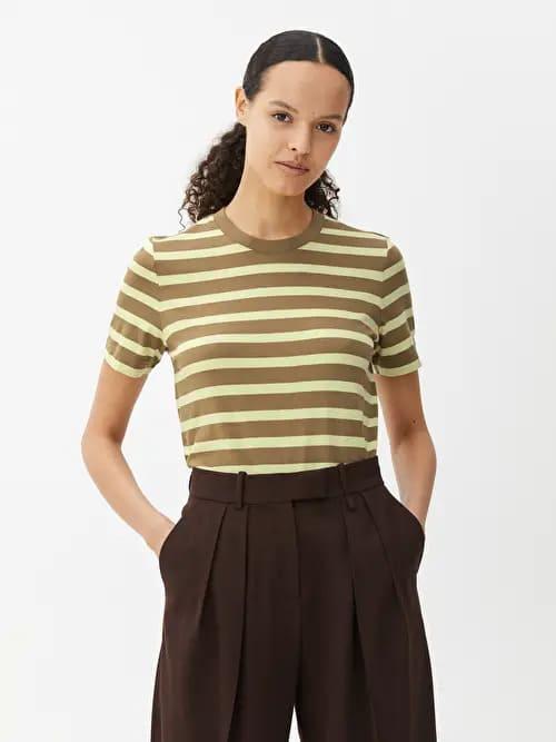 Tröja i gul och brun färg