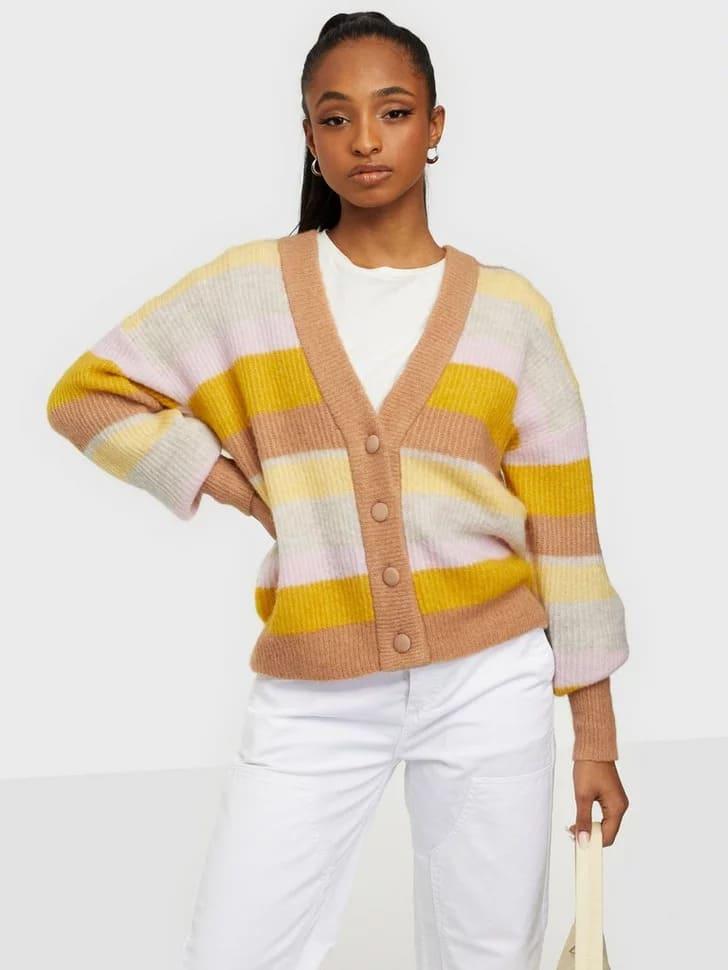 Stickad randig tröja höstiga färger