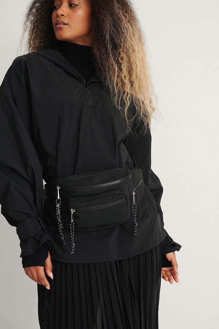 Praktisk magväska i svart