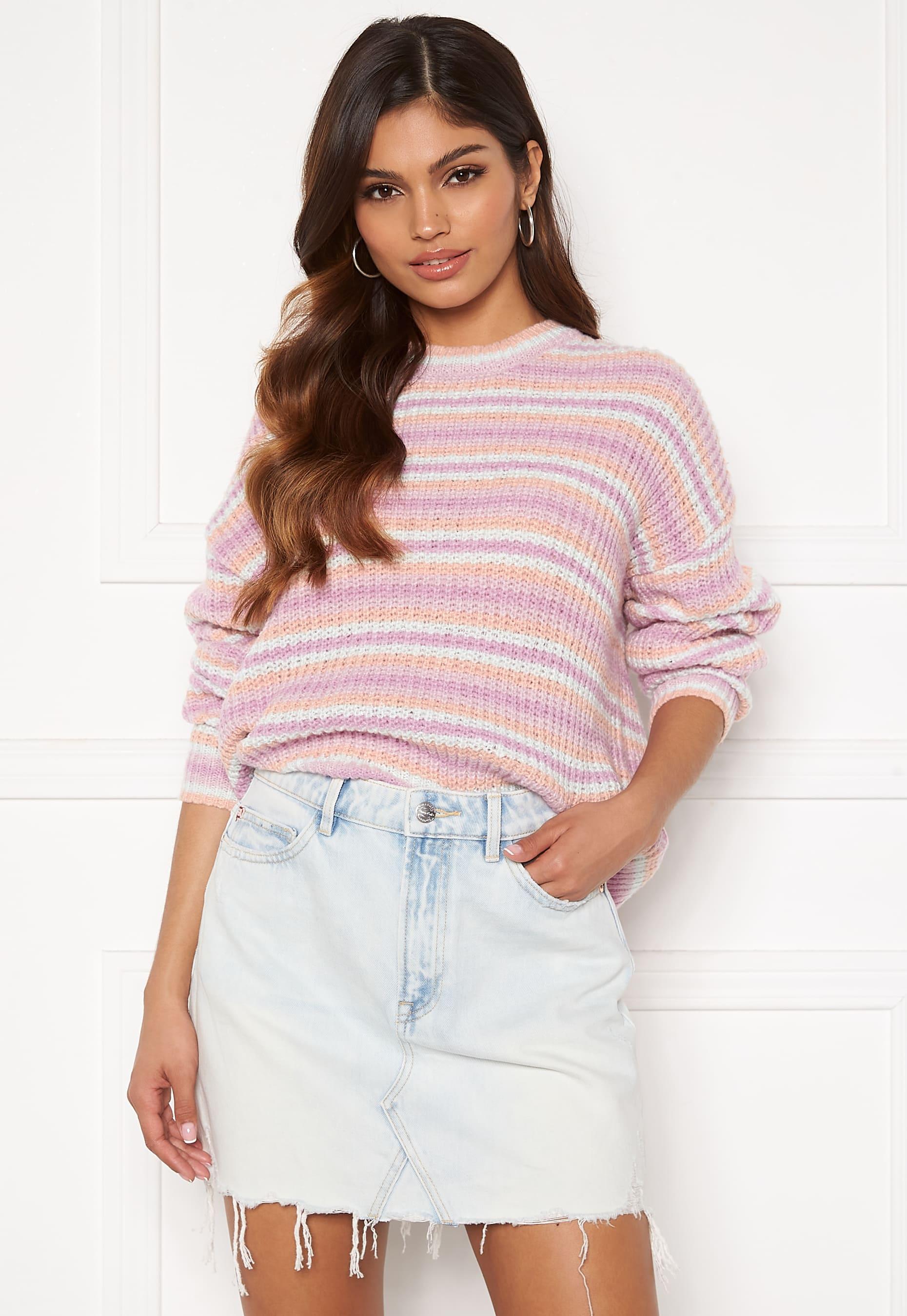 Mjuk stickad tröja från PIECES i pastellfärger