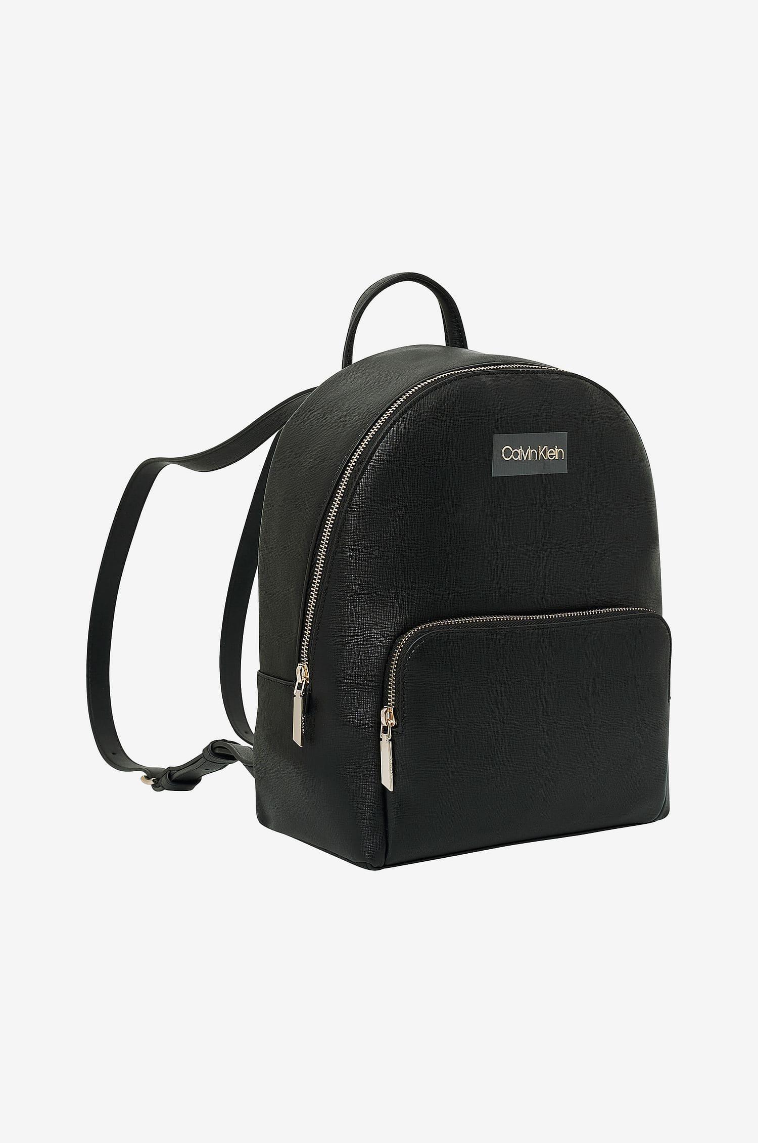 Liten ryggsäck i konstskinn från Calvin Klein 2021