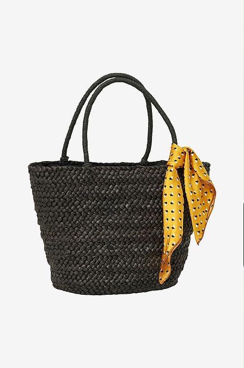 Svart stråväska med medföljande gul scarf