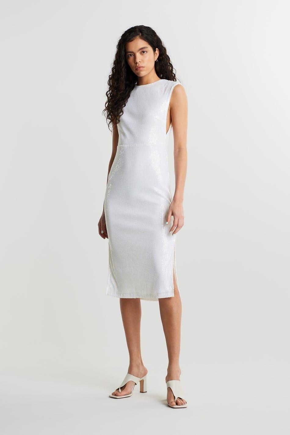 Vit klänning utan ärmar med paljetter