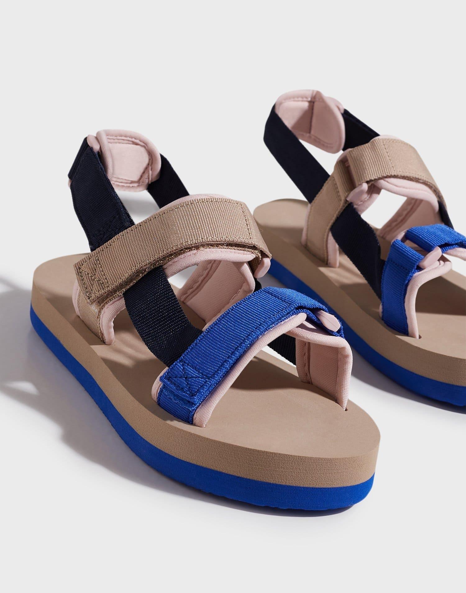 Sandaler från Vero Moda med remmar i textil över for och runt häl