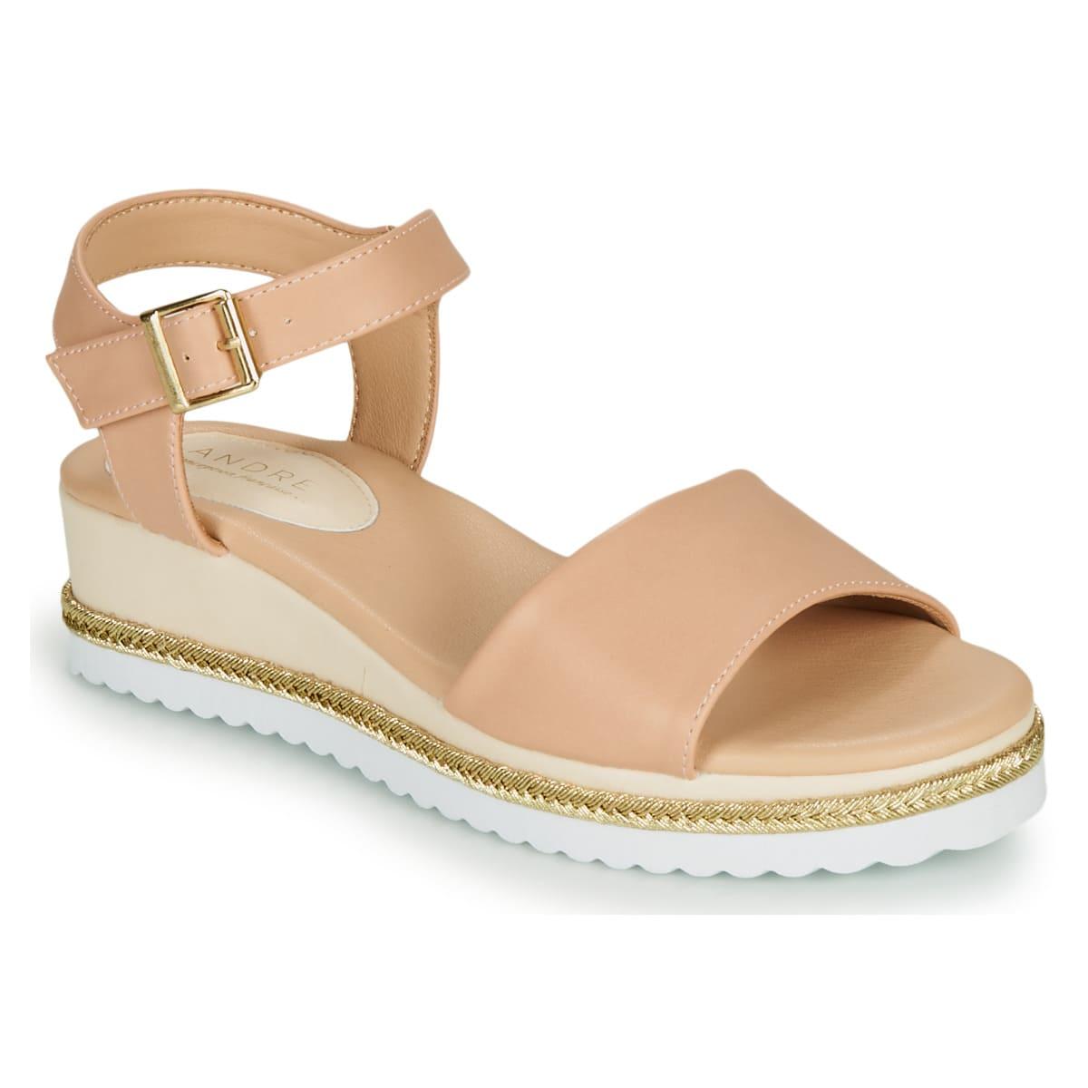 Beige sandaler från André med sula i gummi och utsida i syntet