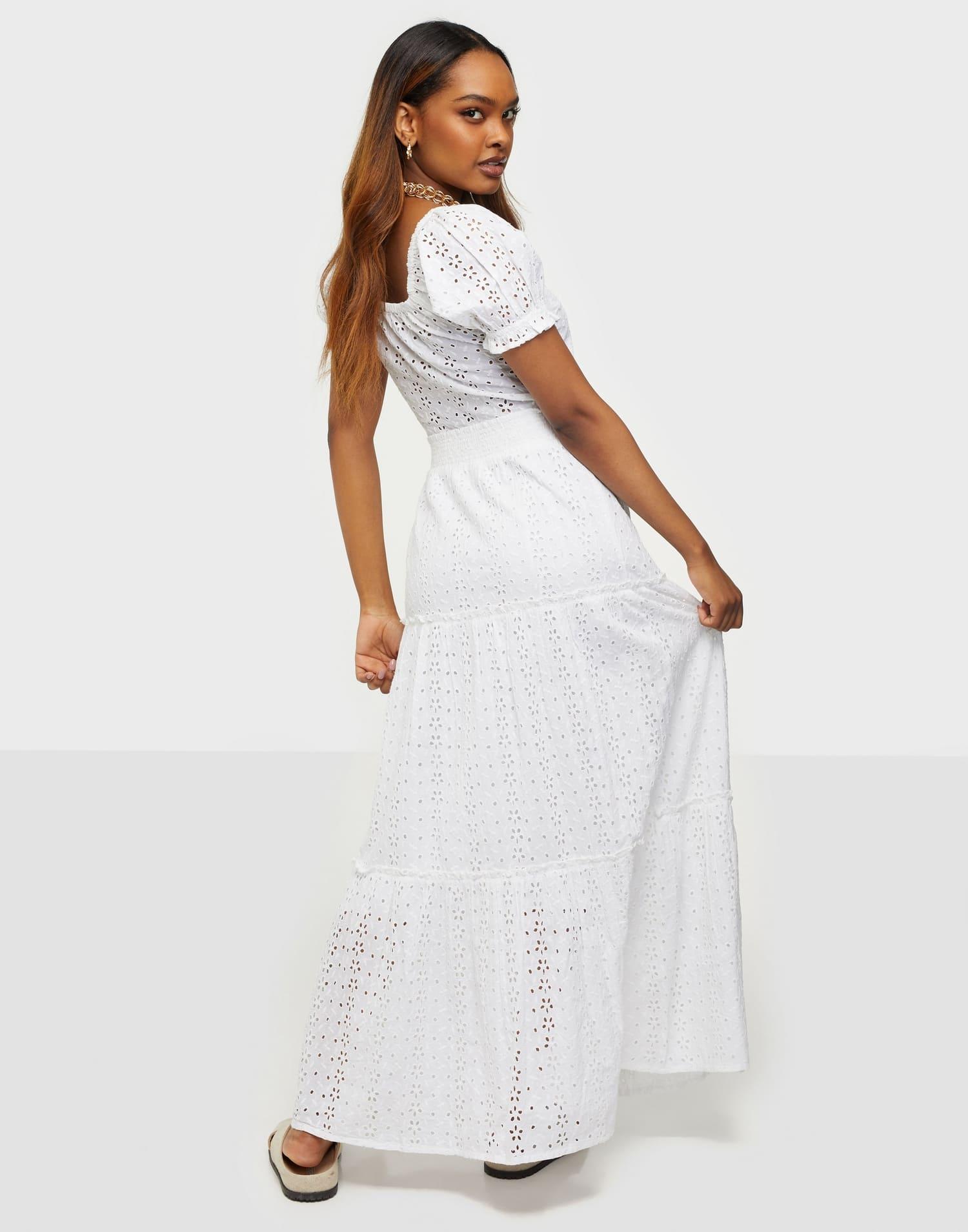 Söt, vit kjol i spets för dam 2021