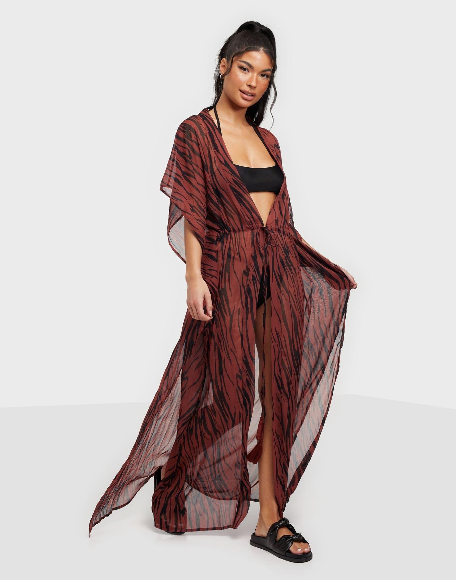 Vacker strandklänning med lös passform med knytband i midja