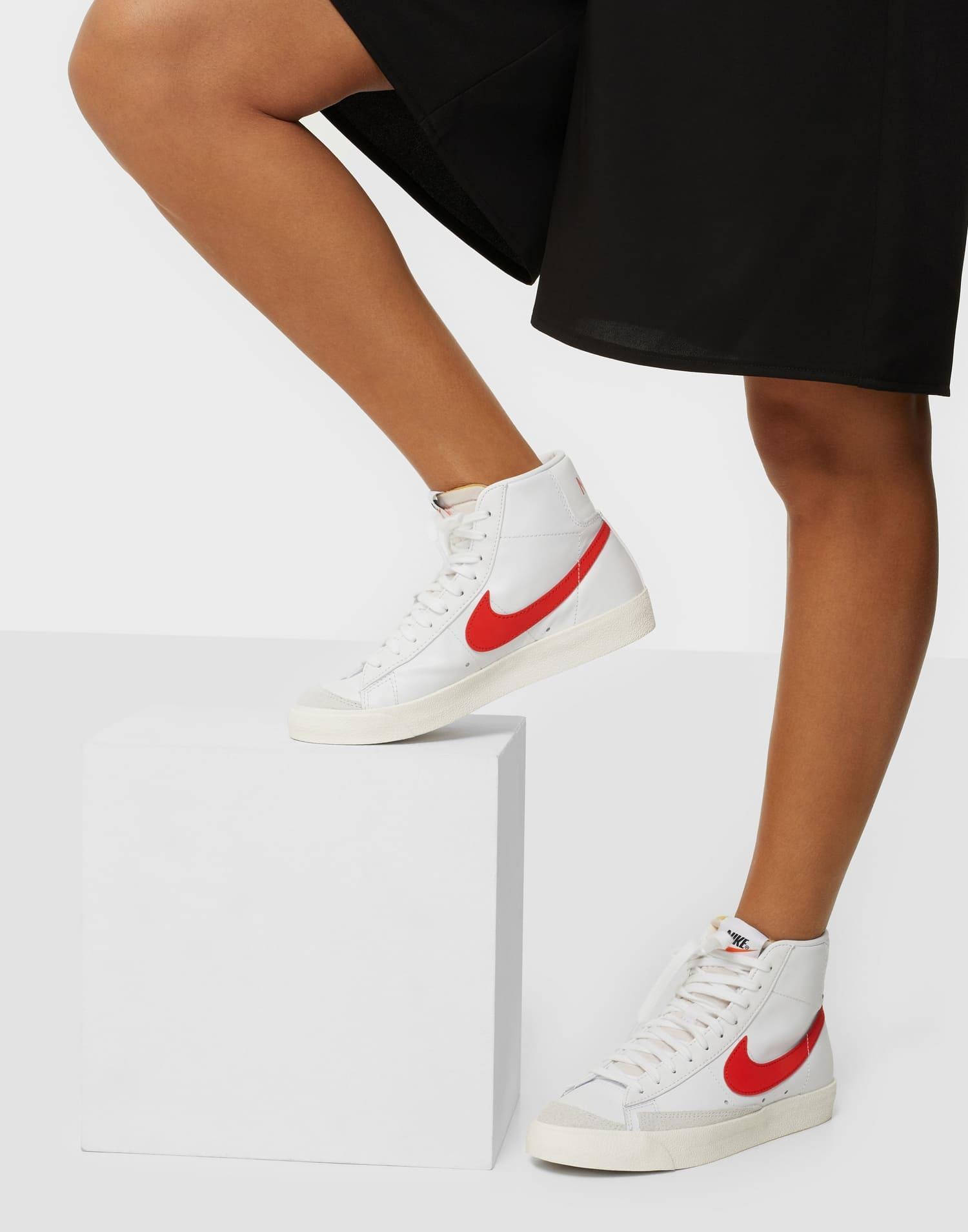 Nike-sneakers i hög modell i äkta läder och mocka