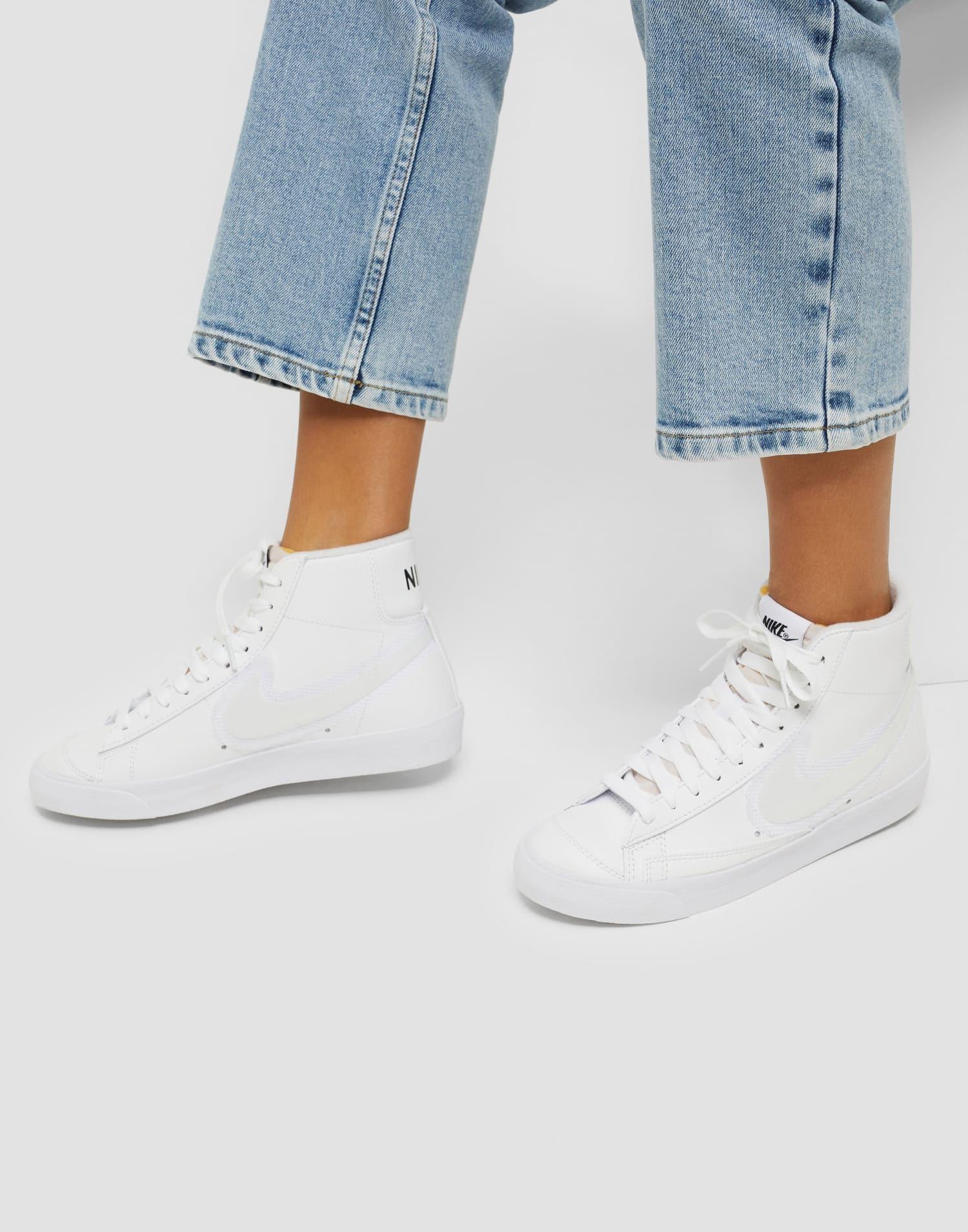 Vita sneakers från Nike i hög modell