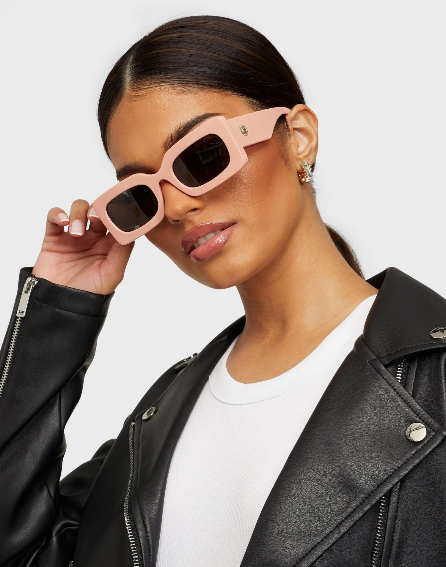 Svarta märkessolglasögon för dam 2021