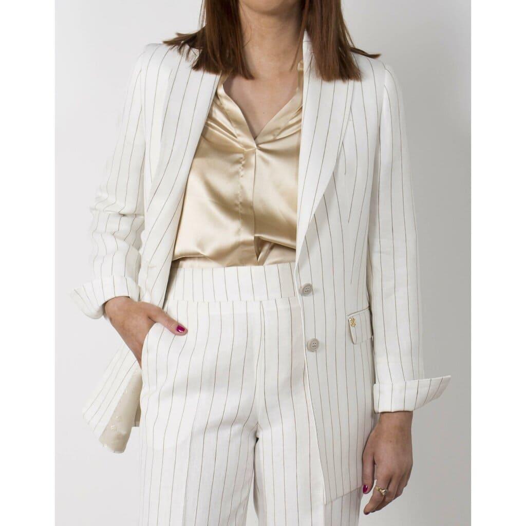 Vit randig kostym för kvinnor