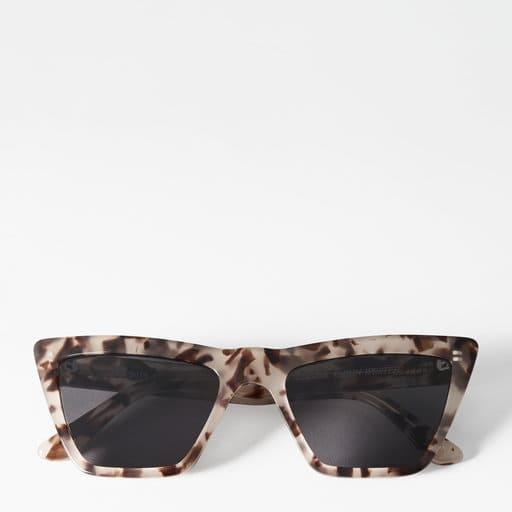 Solglasögon i unik modell för dam 2021