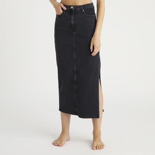 Lång jeanskjol med slits i sidan från Calvin Klein