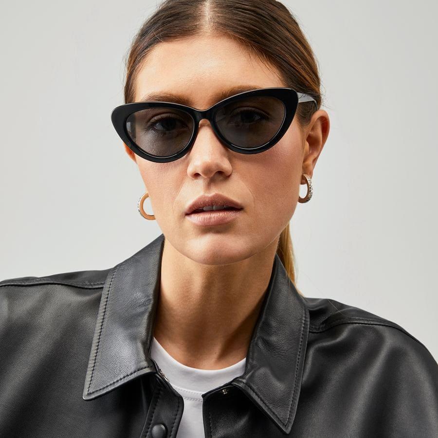 Svarta solglasögon för dam i cateye-modell