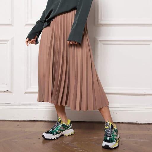 Rosa plisserad kjol för 2021