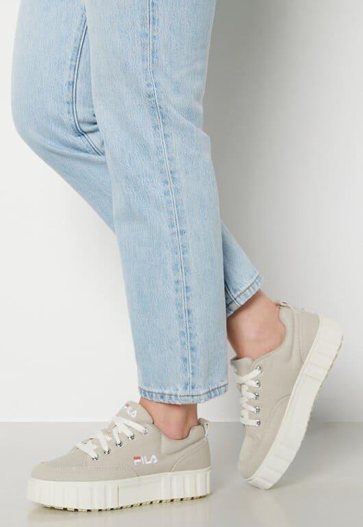 Beige stilrena sneakers från Fila 2021