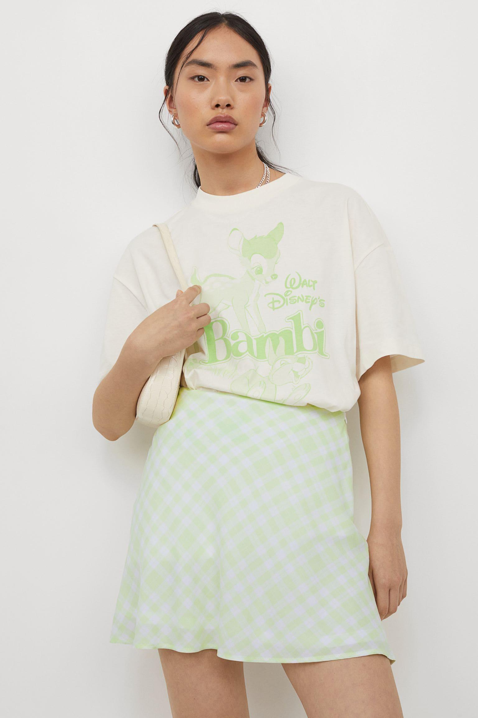 Kort, a-linjeskuren kjol i luftig, vävd viskoskvalitet för 2021
