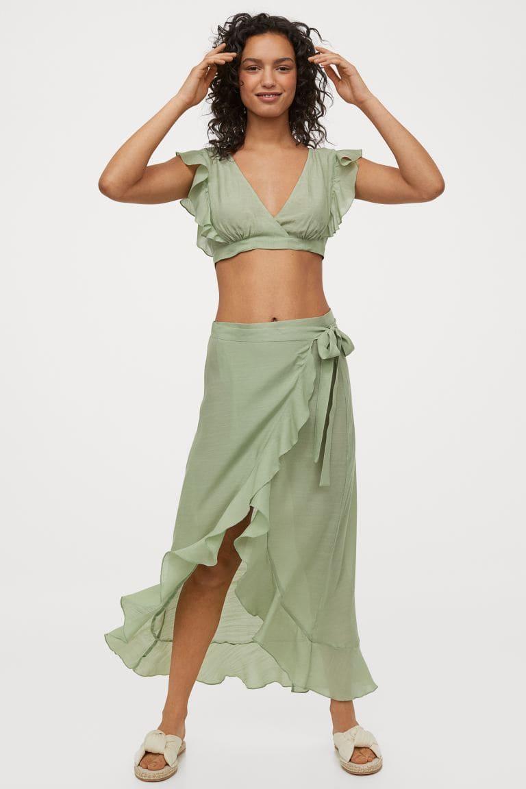 Pistagegrön sarong med knytband upptill och volangkanter.