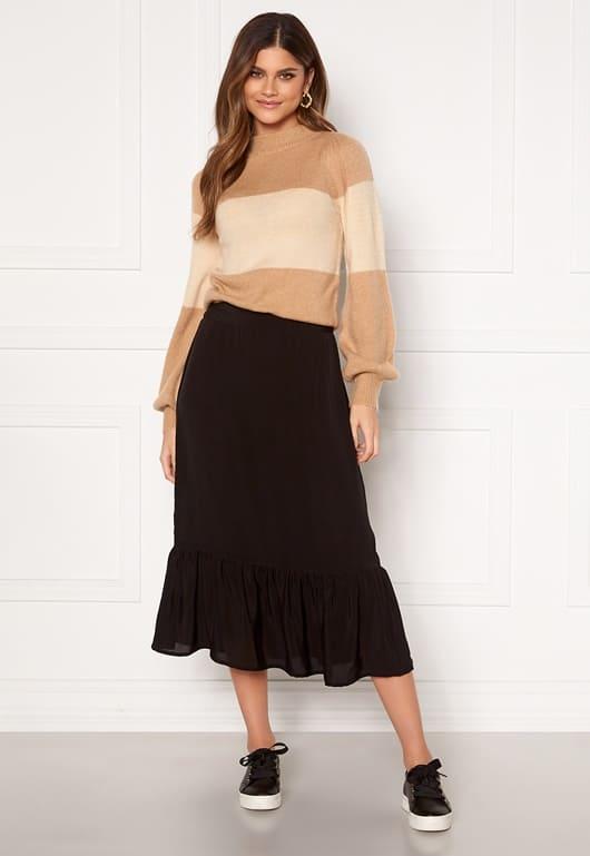 Lång kjol i svart för dam med fina detaljer