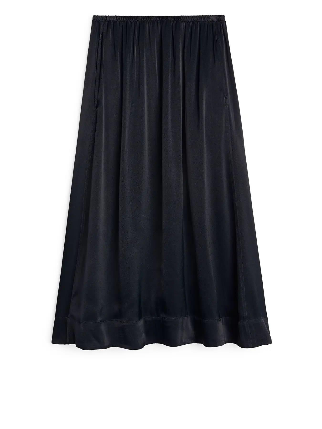 Mörkblå kjol i satin 2021