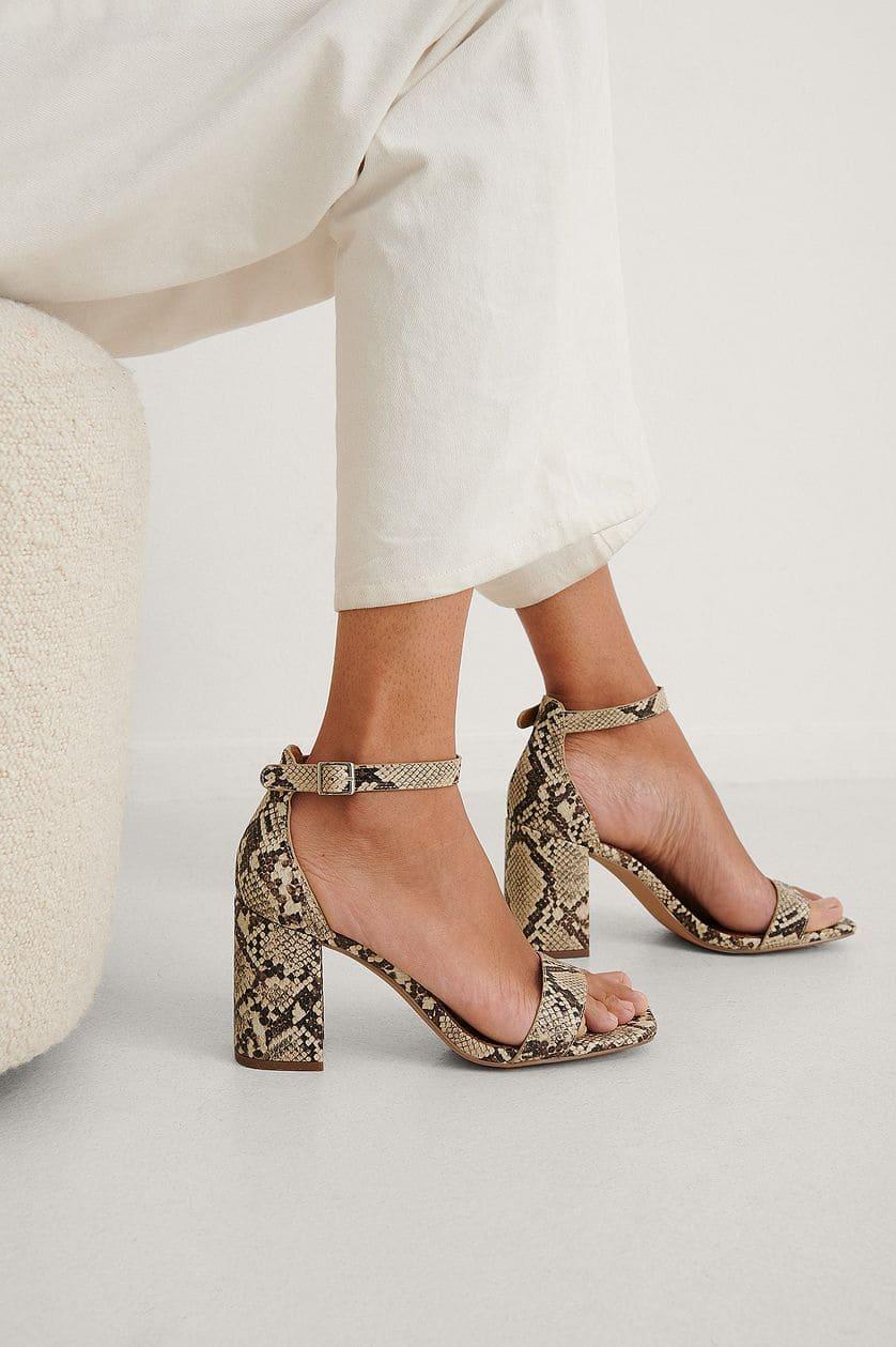 Ormmönstrade sandaler med klack 2021