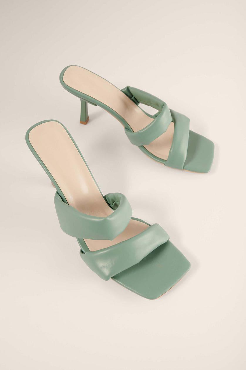 Gröna högklackade sandaler med remmar