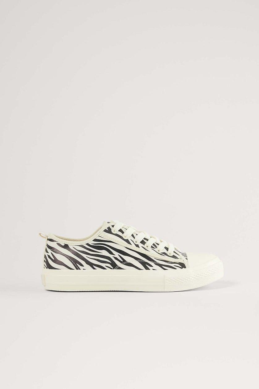 Vita sneakers med zebra design 2021