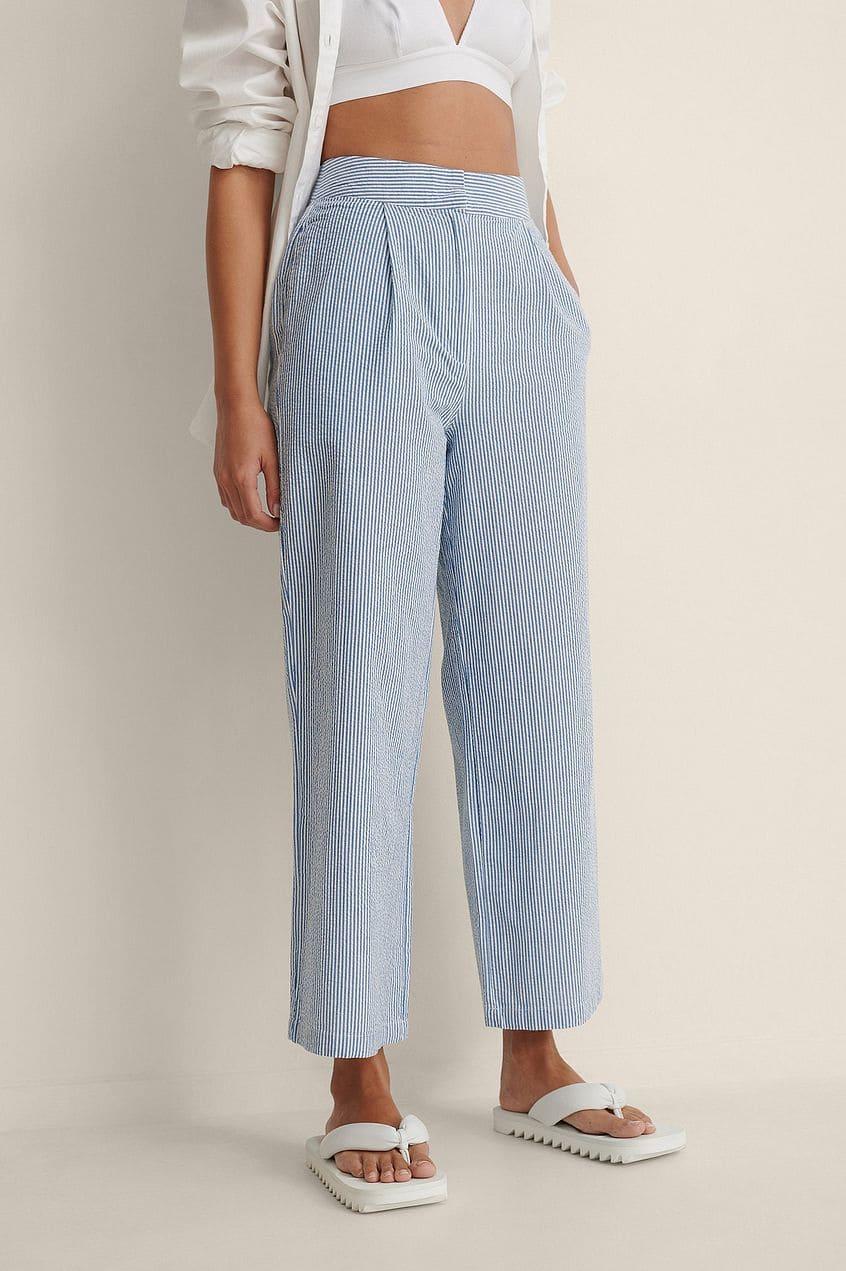 Randiga byxor i blå och vit